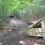 Drop und Wallride im Wald