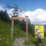 Einfahrt zum Gaisberg Trail mit Infotafel