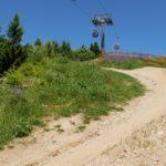Sessellift Ochsenkopf mit Trail im Vordergrund