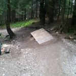 Drop vor Kurve im Bikepark Hindelang