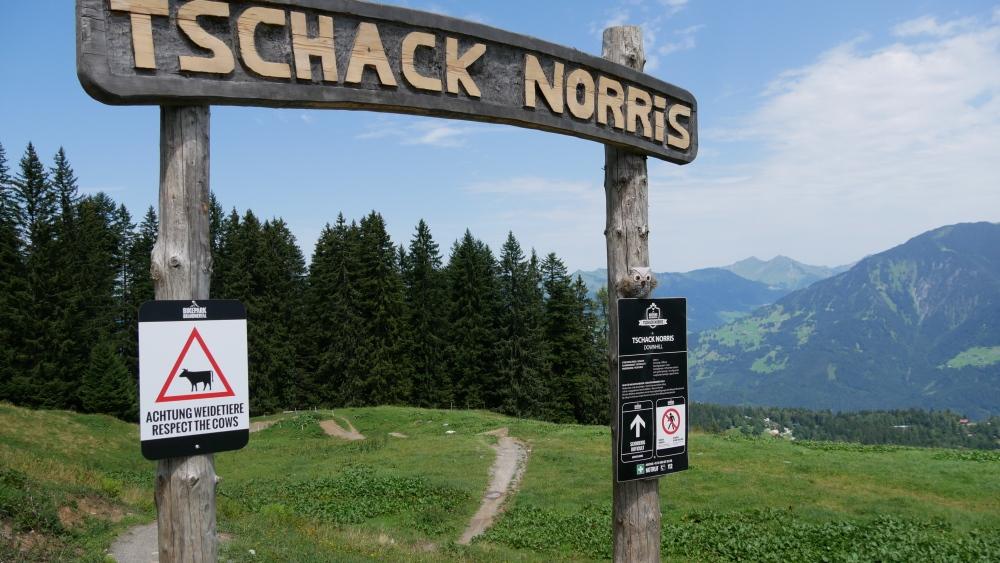 Startbogen des Downhill Trails Tschack Norris