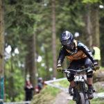 Biker im Wald im Bikepark Willingen